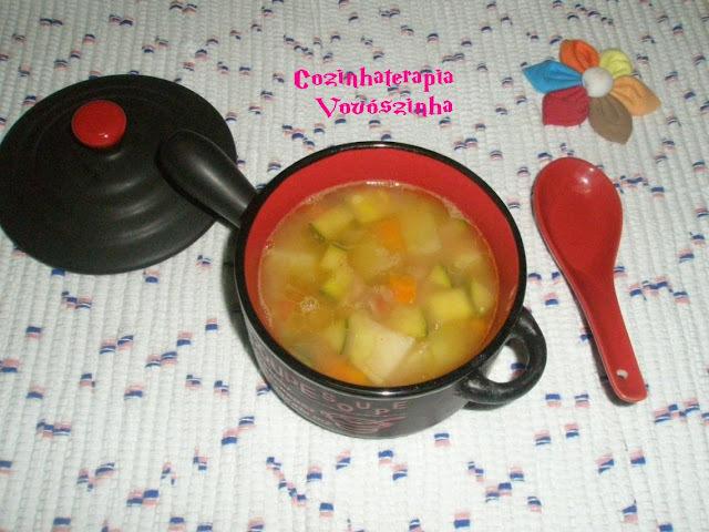 Minestrone (frio+chuva +feriado combina com sopa)