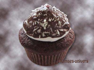 Chokoladecupcake med flødebolletopping