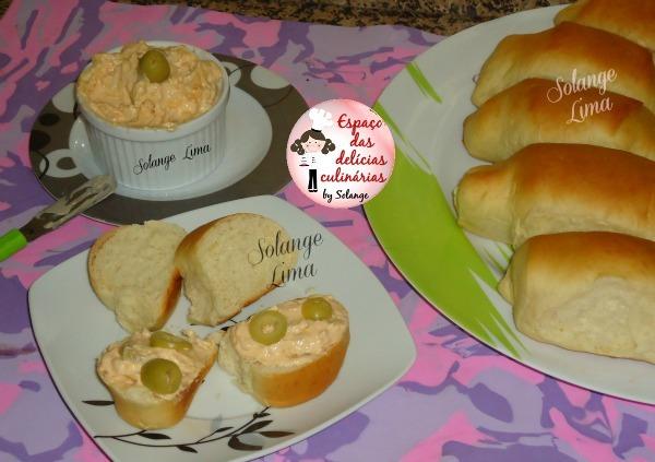 Patê de frango e pão caseiro