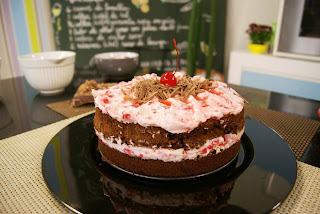 Bolo de Chocolate com Iogurte e Cerejas