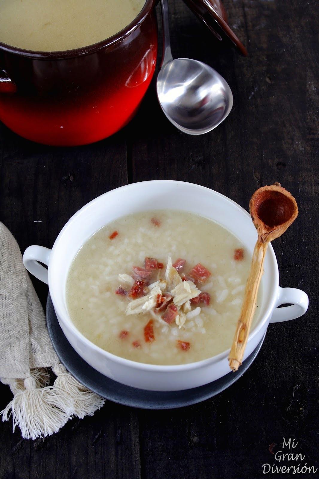 Sopa de arroz con picadillo