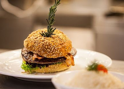 Hambúrguer caseiro receita fácil para o Dia Mundial do Hambúrguer