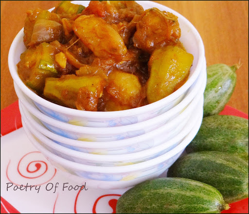 Aloo Patoler Dalna...Aloo Potoler Tarkari....Potato and Pinted Gourd Curry...!!