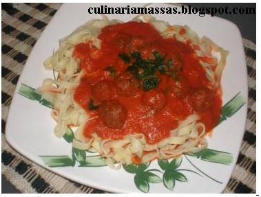 Massas:Espaguete com almôndegas