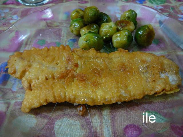 Pescado frito en harina de garbanzos y especias
