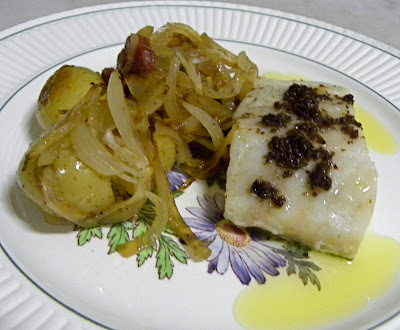 Haddock ao Azeite de Azeitonas Pretas e Batatas ao Murro