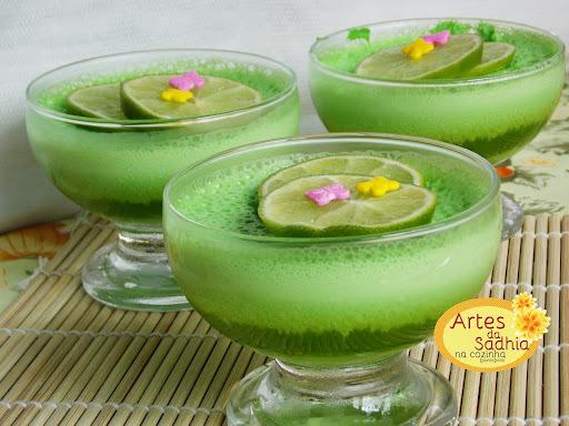 Gelatina de limão com creme de iogurte diet  receita  ótima para o natal