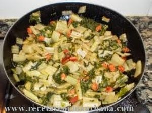 Como preparar acelgas salteadas con papas y cebollas
