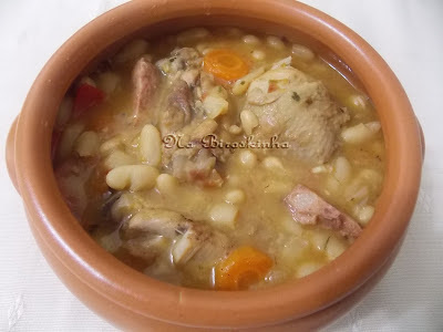 coxa e sobrecoxa de frango cozido com batatas