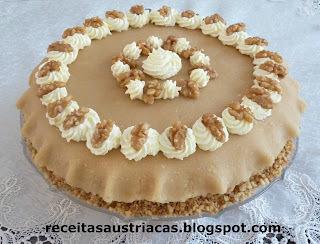 TORTA DE MARZIPAN COM CHANTILLY E NOZES - Marzipan-Torte mit Nuss-Sahne