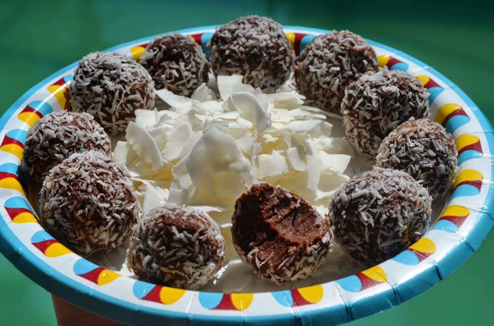 Kuglice sa datulama i kokosom