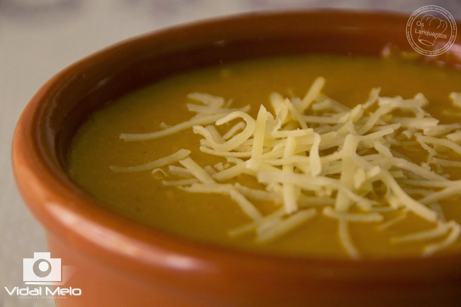 Sopa de abóbora com aveia e requeijão