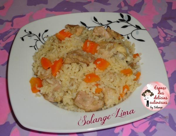 Arroz com frango, cominho e tempero caseiro de alho