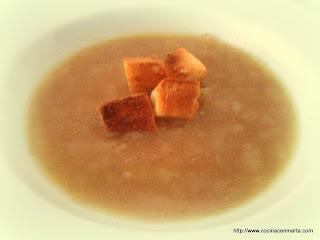 Sopa de cebolla con un toque francés