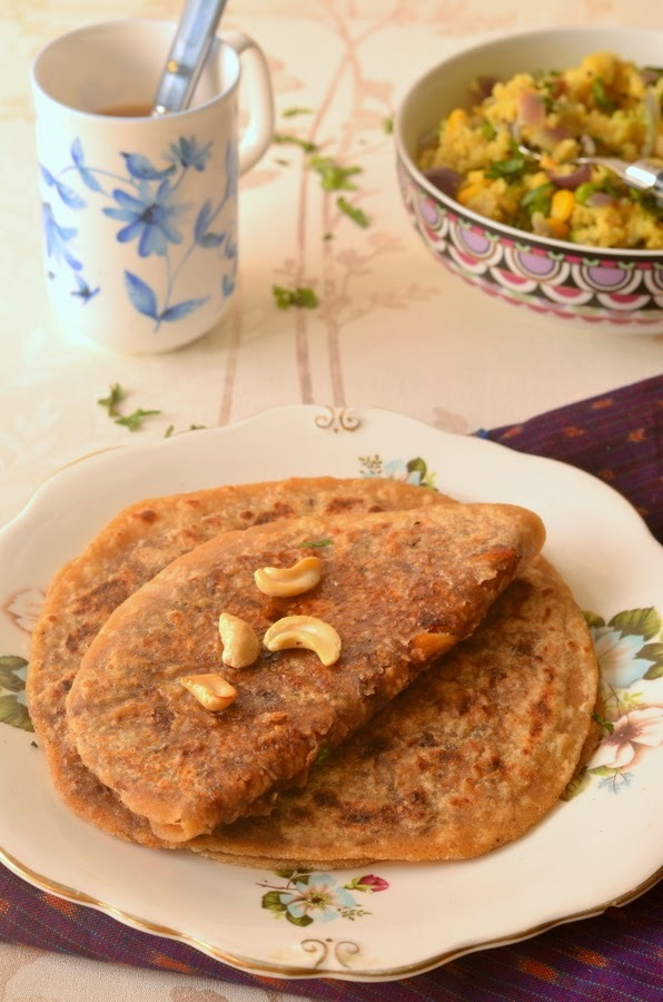Dates and Sesame Poli :: Khajur ki Meethi Roti :: Sweet stuffed Parantha