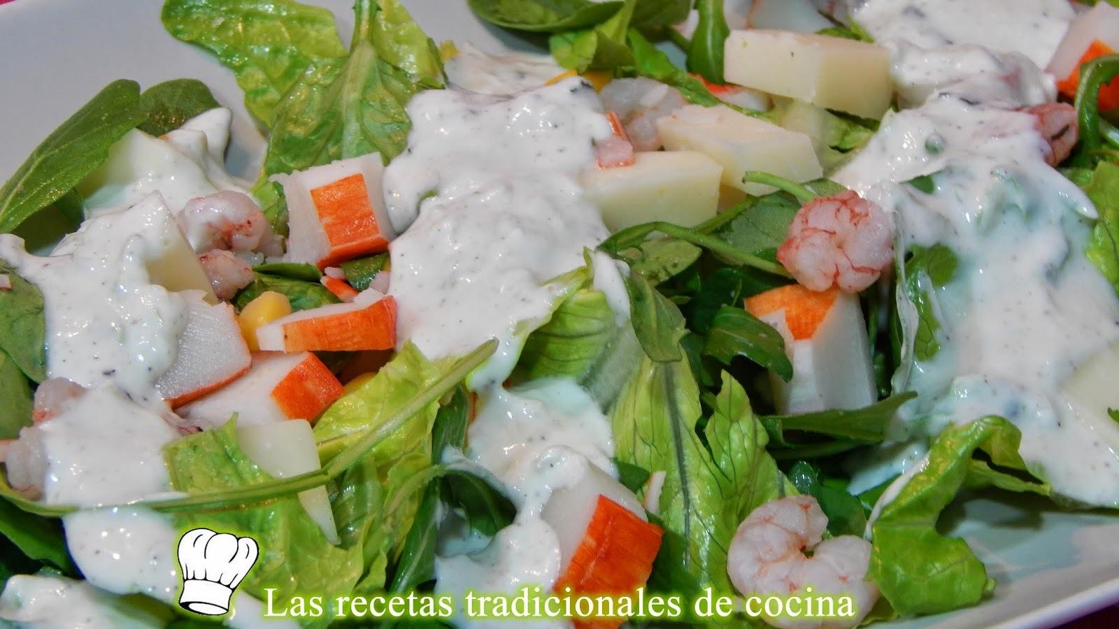 Ensalada de marisco con salsa de yogur y menta