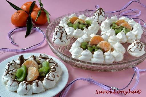 Gyümölcsös habcsóktortácskák