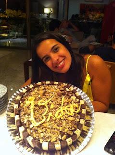 Bolo Vida - Bolo de chocolate com recheio de muito brigadeiro e decoração de bis