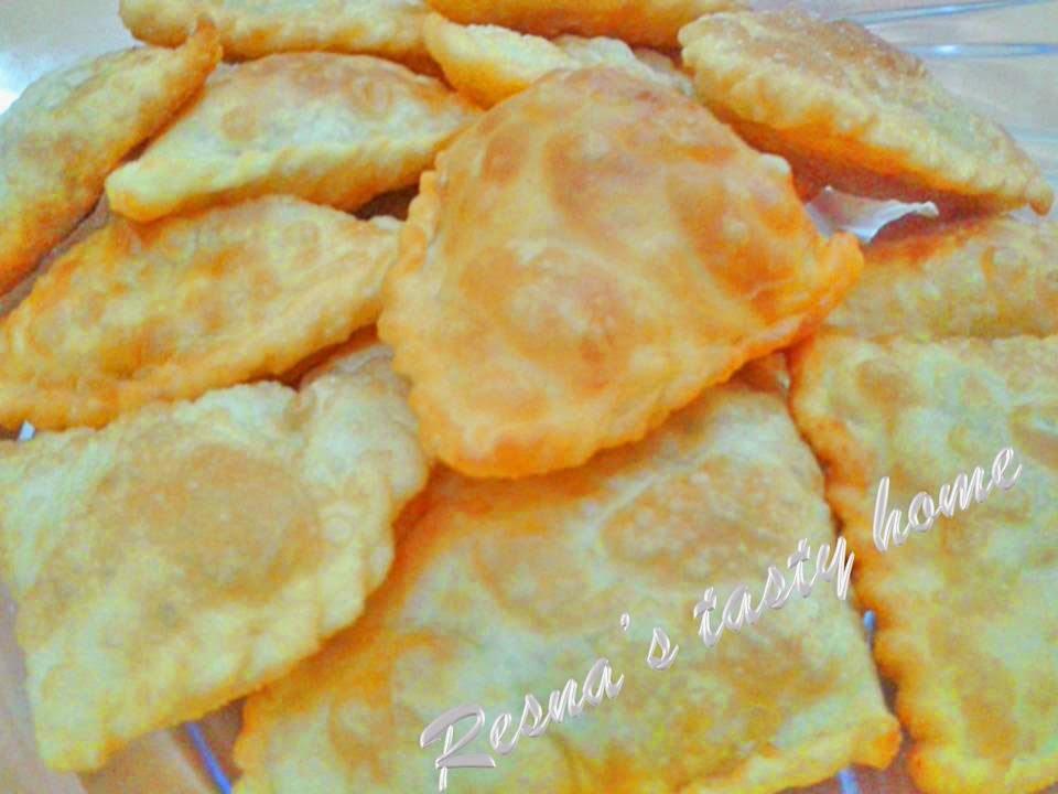 Irachi pathil/ Irachi pathiri/ Malabar samosa (Chicken filled fried rotti)