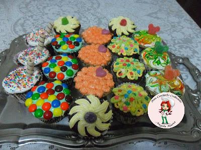 Cupcakes de formigueiro com recheio de ganache e cobertura de glacê de leite condensado
