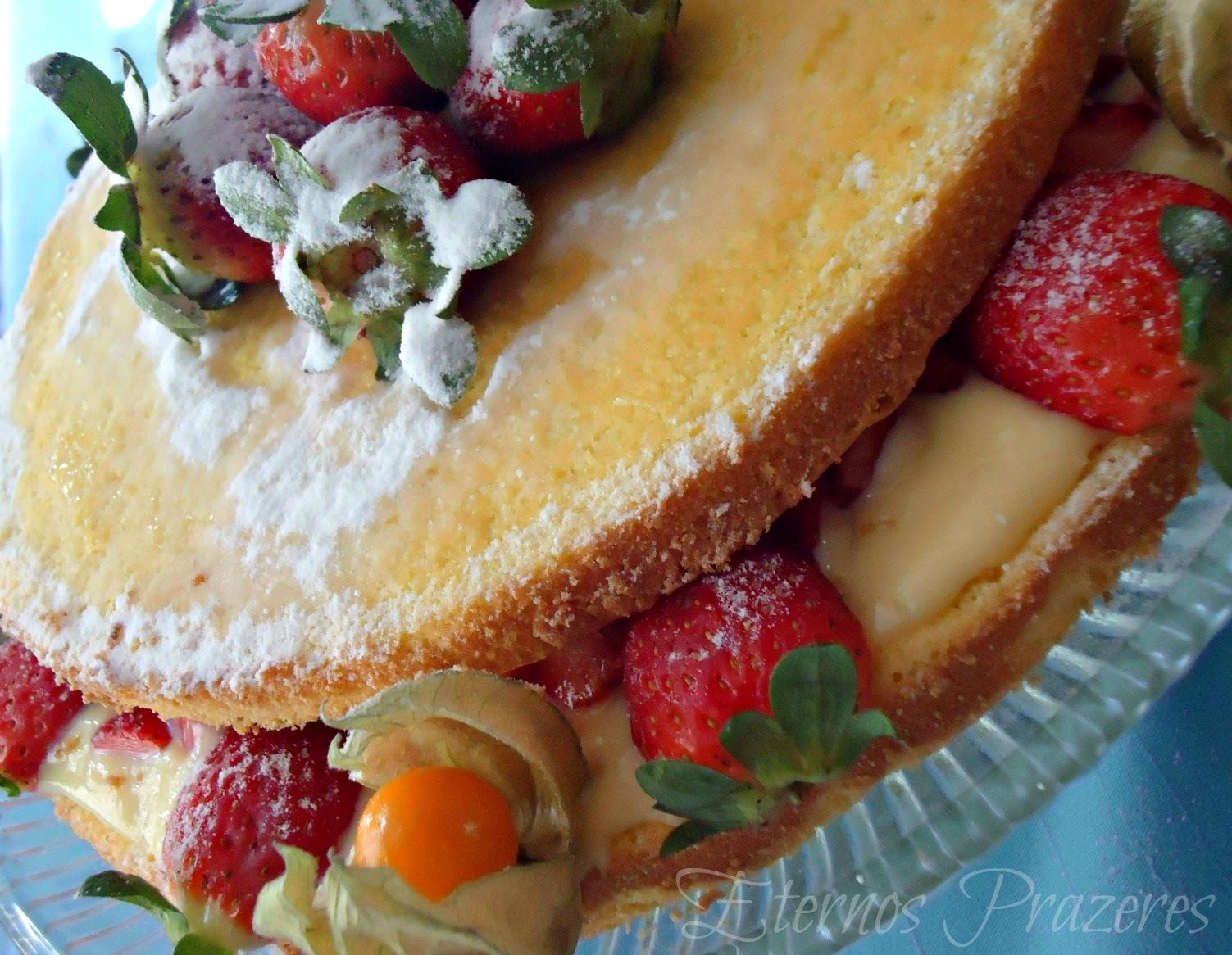 Naked Cake de Morangos e Creme de Leite Condensado