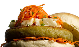 Hambúrguer de legumes com molho agridoce