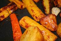 Geröstete Erdäpfel, Karotten & gelbe Rüben
