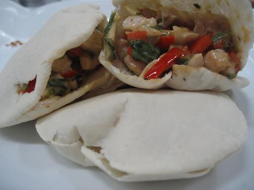 """""""Pan Pita"""" con relleno de ave y verduras (entre amigos)"""