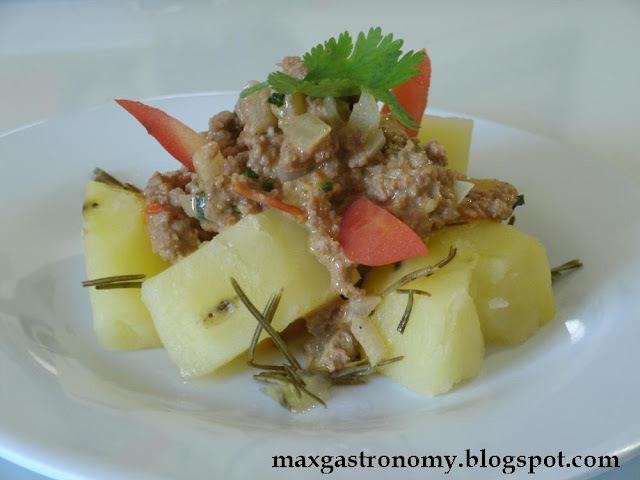 Receita No. 26 - Batatas Cozidas com Alecrim e Carne Moída