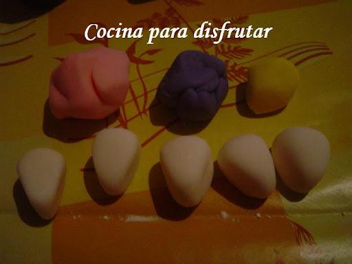 CUPCAKES FONDANT DE FLORES Y PORCIÓN PASTEL