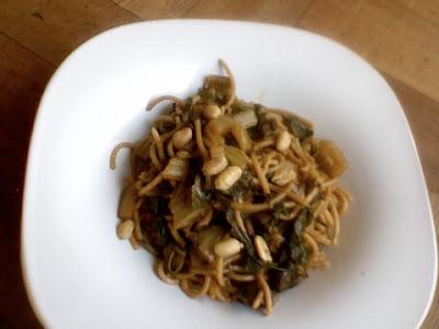Menú del día: Tallarines integrales con salsa de acelga y champiñones
