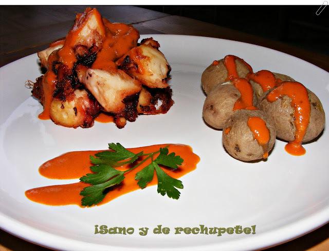 """COCINA CANARIA: pulpo frito con papas """"arrugás"""" y mojo de tomate picón."""