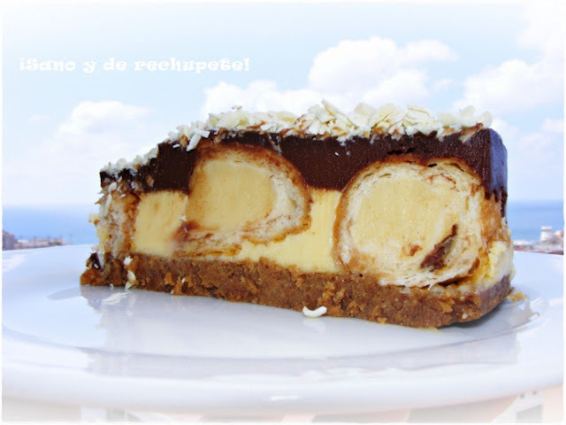 Tarta de dos chocolates rellena de susús de crema