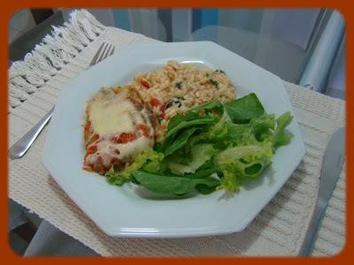 Risoto de Tomate Seco, Frango e Rúcula (Acompanhado com Filé a Parmegiana)