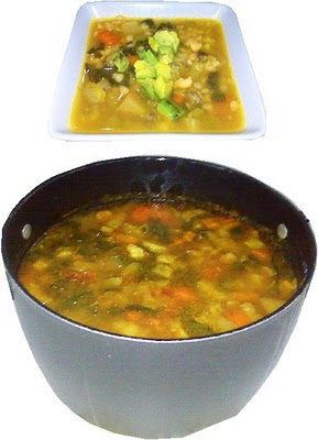 Caldo de pollo con verduras con mucho sabor