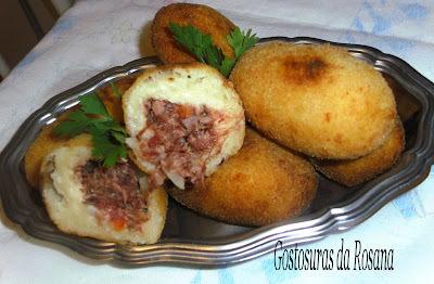 de bolinho de carne desfiada com queijo
