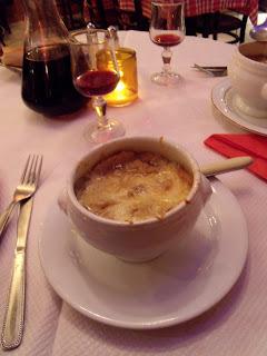 Sopa de cebola gratinada à francesa