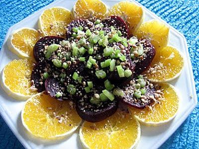 Salada de beterrada, laranja, salsão e nozes