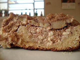 cuca de fermento de pão com farofa