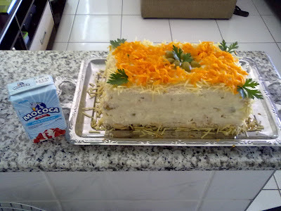 bolo salgado de pão de forma com purê de batata e legumes