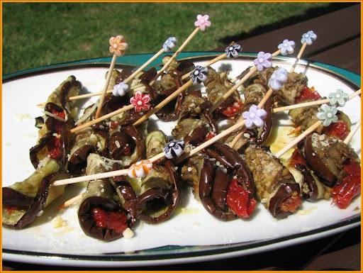 Finger food - rolinhos de beringela com tomate seco