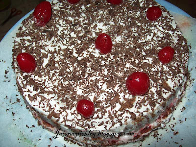 of fresh cream cake in cooker by sanjeev kapoor in hindi