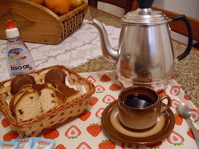 CAFÉ E BOLO DE COCO