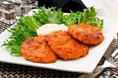Hambúrguer de Peixe com Salsaretti (molho de tomate)