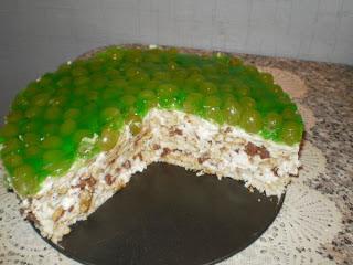 Torta Pavê de chocolate branco e uvas verdes