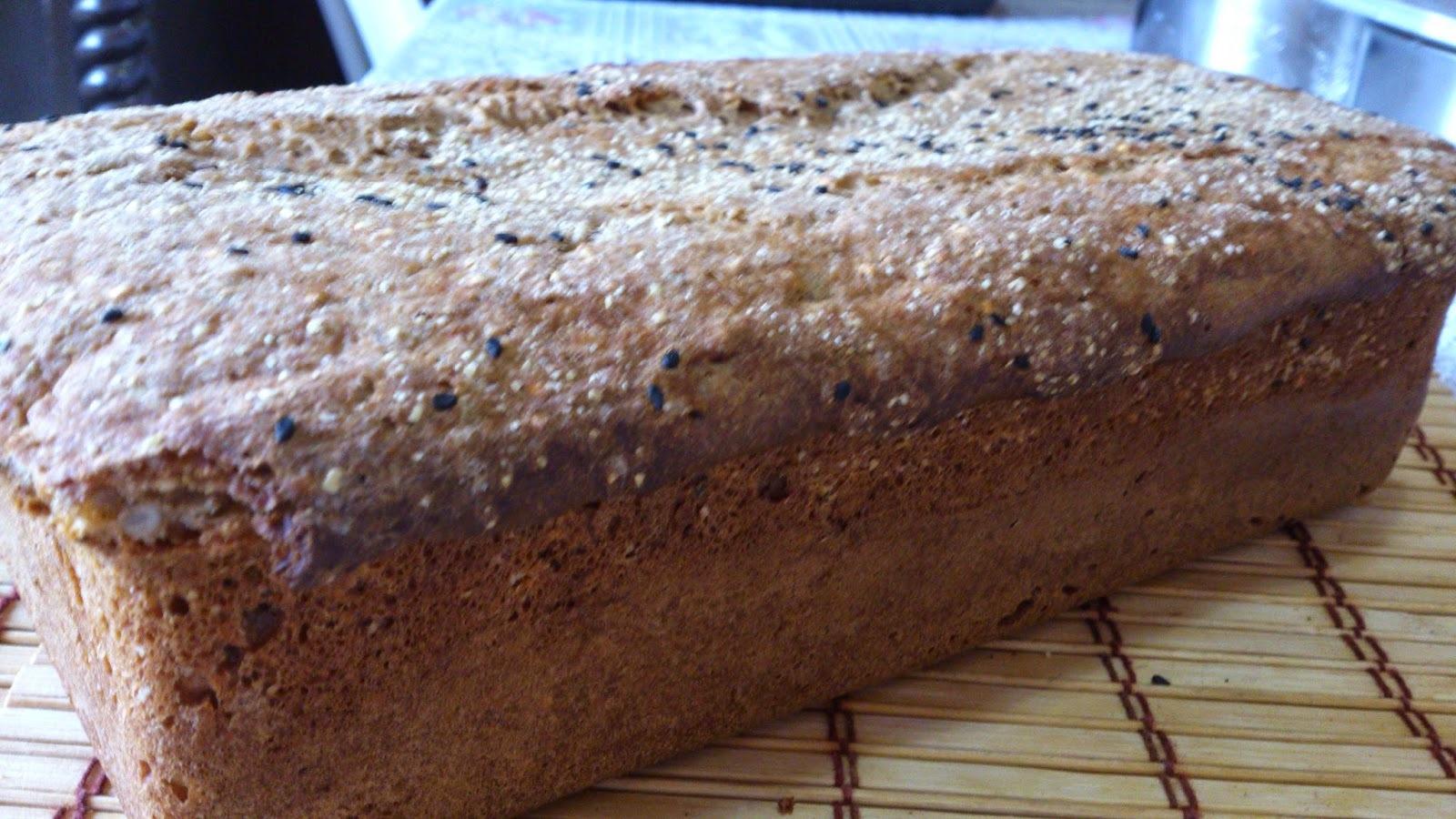 Pão Preto com grãos, melado de cana, kümmel e semente de girassol