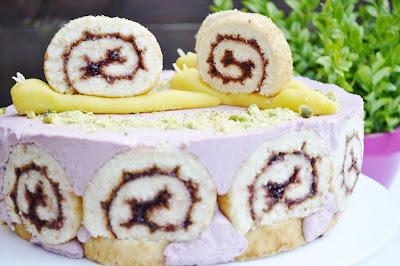 Malinova torta s marcipanovymi slimacikmi