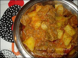 carne frita com molho de tomate