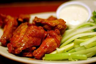 Super Bowl (Buffalo wings com molho blue cheese)