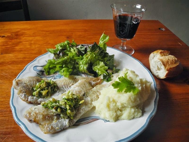 Filetes de pescado con salsa de aceitunas